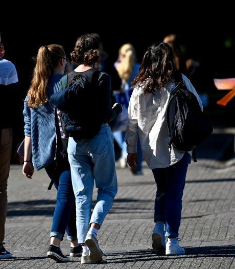 Meer leerlingen in Twente afwezig na schoolstart: 'Eén hoestje en je zit thuis'