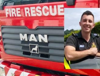Twee Britse brandweermannen zonder dienst redden gezin van vijf uit brandende wagen net voor die ontploft