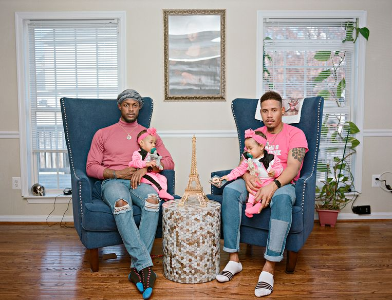 Vernon en Ricardo met hun dochters, een tweeling. Clinton, Maryland. Beeld Bart Heynen