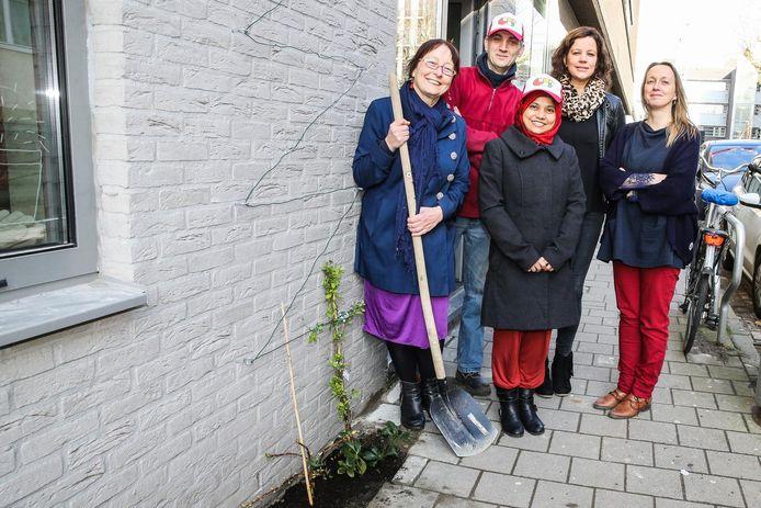 Schepen Tine Heyse met Mathias Lehmann, Rabeya Sultana, Miet Maes en Ann Willems.
