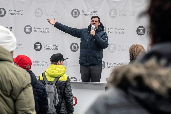 Thierry Baudet was met zijn Forum voor Democratie op campagne in Nijmegen. Honderden aanhangers van FvD kwamen zondagochtend bijeen.