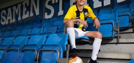 Vlijmense tiener is de jongste speler ooit die een contract tekent bij voetbalclub Vitesse