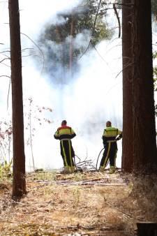 Grote brand in bos bij Reek, brandweer heeft brand onder controle