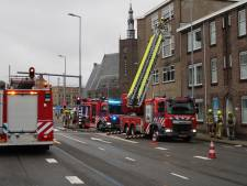 Zes woningen ontruimd na grote woningbrand in Hillesluis