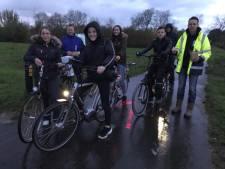 Nooit meer zonder fietsverlichting fietsen voor 'donkerrijders' in Simonshaven