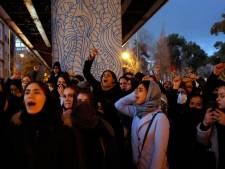 Demonstranten Teheran: 'Ze liegen dat Amerika onze vijand is'