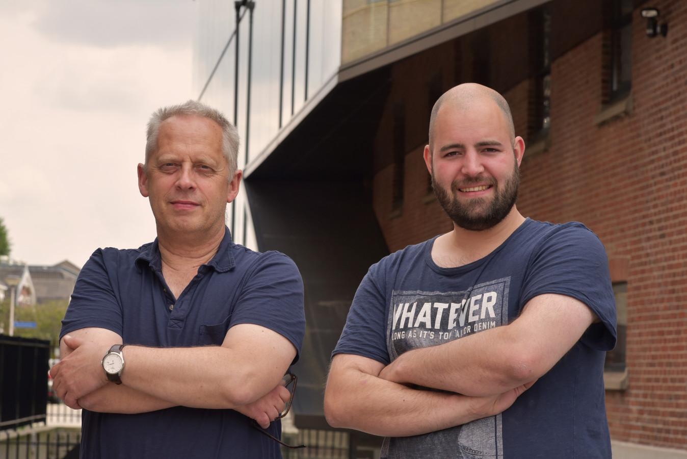 Journalisten Teun Staal (links) en Wilco Louwes.