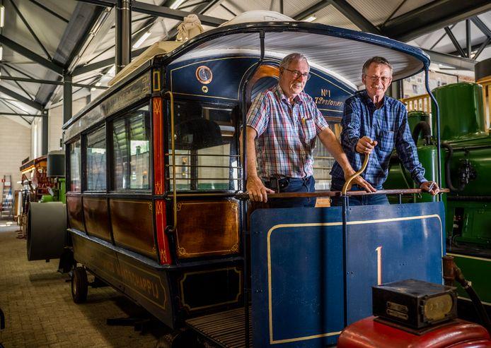 Chris Blits (r) en Willem Kentie (l) van het RTM-museum in Ouddorp. Het museum krijgt in 2022 een aanbouw.