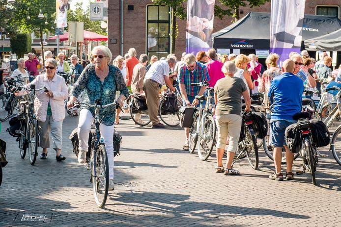 Het mooie weer nodigde veel mensen uit de fiets te pakken