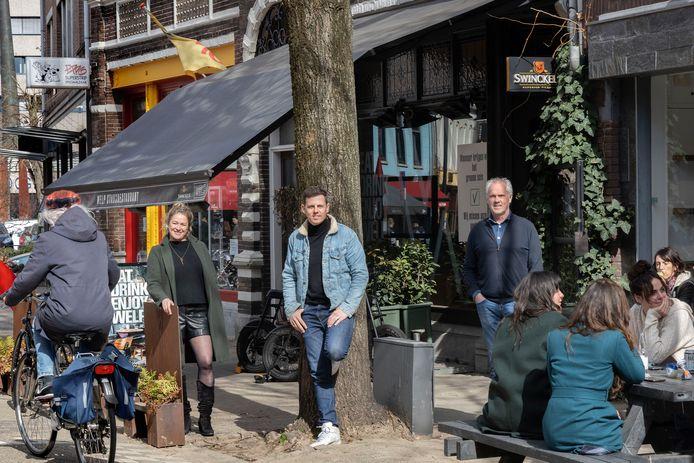 Horeca-actie op Kleine Berg, met v.l.n.r.: Kara Ernest, Mike Weerts, en Evert Fila