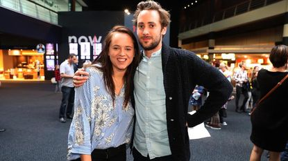 Moora Vander Veken straalt naast nieuwe vriend op filmpremière van 'Helden Boven Alles'