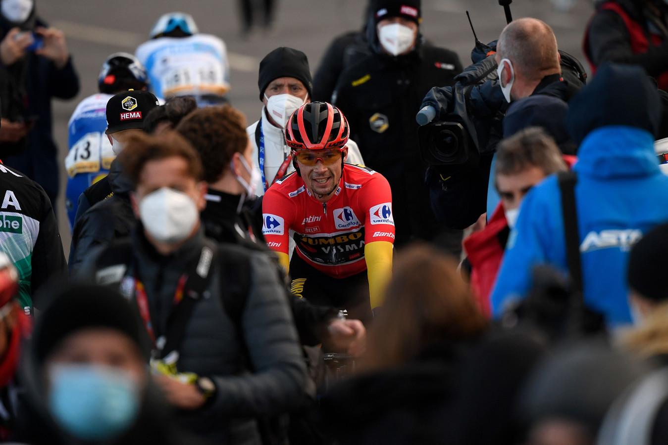 Primoz Roglic na het passeren van de finishlijn.