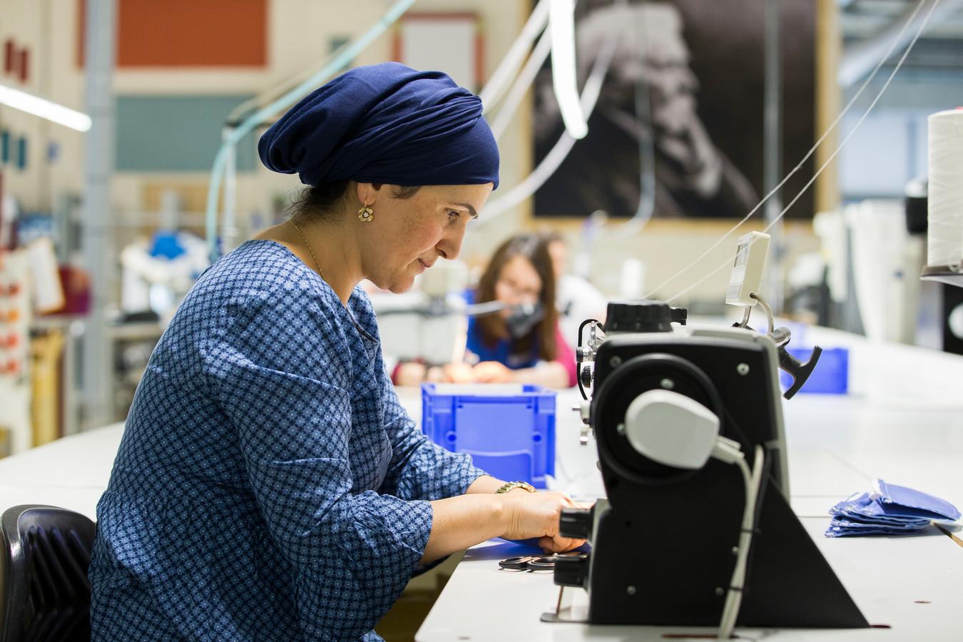 Auping startte vorig jaar de productie van neusmondmaskers. De eerste levering (4 miljoen mondkapjes) ging tegen kostprijs. De tweede (bestelling van nog eens 10 miljoen) leverde het bedrijf op.