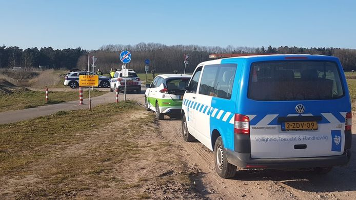 Samenscholing van 75 mensen tijdens illegaal crossen bij Breda International Airport beëindigd.