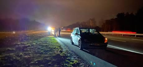 Automobilist raakt met slok op van de weg bij Bathmen en belandt in de vangrail