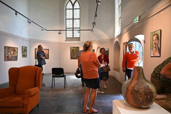 Een expositie in de Vincentiuskerk in Velp. Ditmaal met werk van Betsy Klabbers.