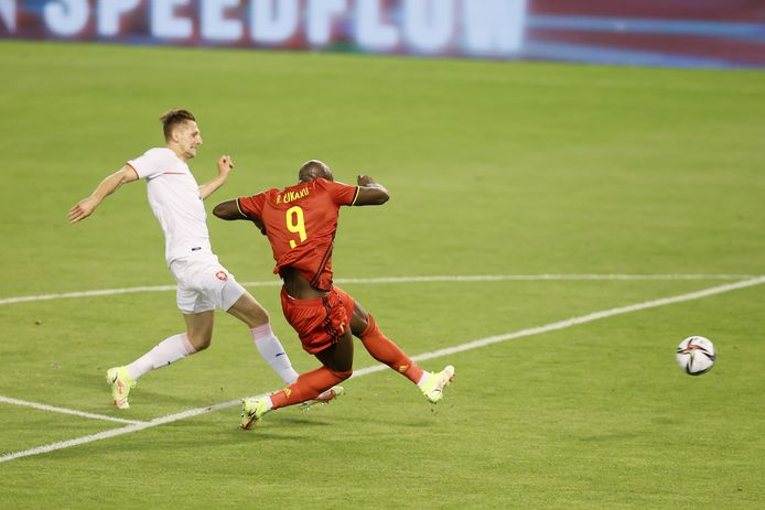 Romelu Lukaku scoort de 1-0.