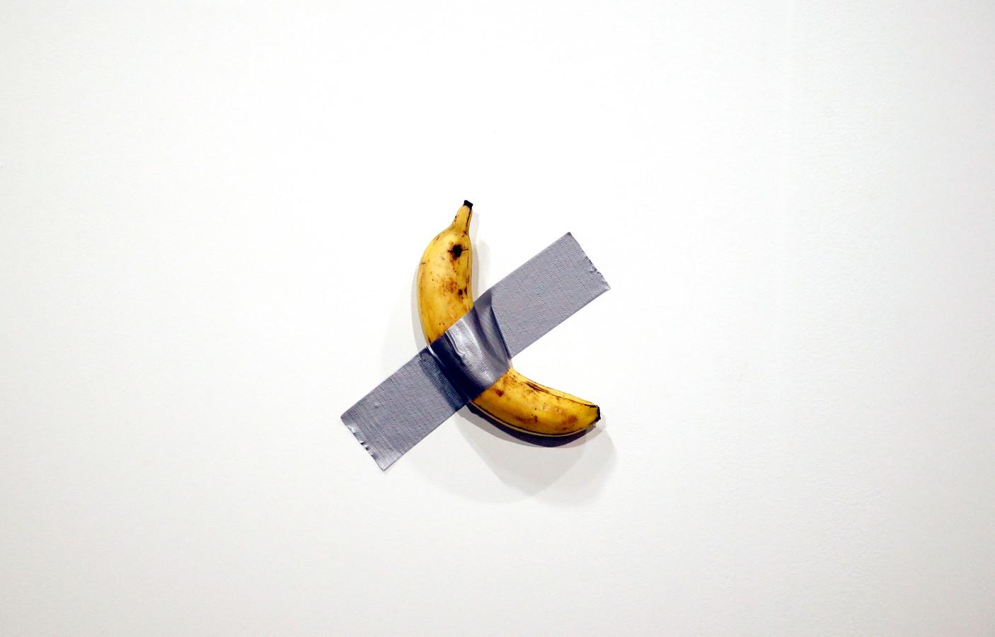 Het kunstwerk 'Comedian' van de Italiaanse artiest Maurizio Cattelan.