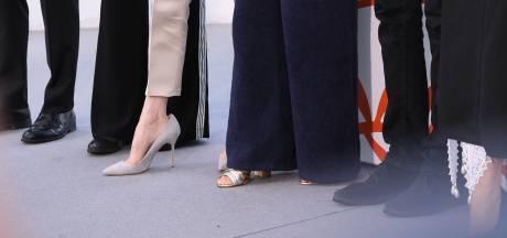 Pourquoi les stars portent-elles des chaussures trop grandes?