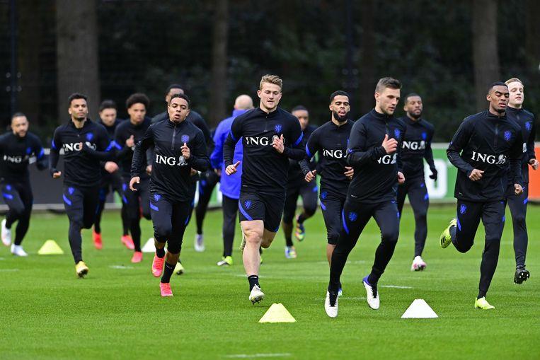 Het Nederlands elftal tijdens de training voor de WK-kwalificatiewedstrijd tegen Turkije, aanstaande woensdag. Beeld ANP