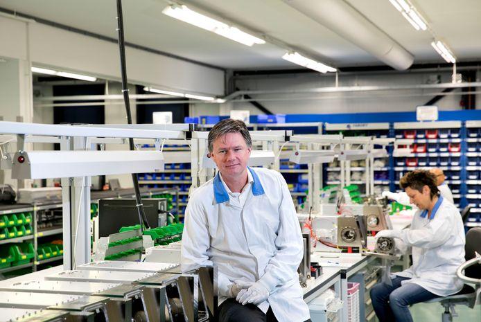 Fokko Leutscher in een van de stofarme productieruimtes van Frencken Europe. Foto René Manders