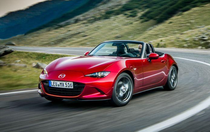 De Mazda MX-5 is zowel ongeschikt voor automobilisten die langer zijn dan gemiddeld als voor bestuurders die korter zijn dan gemiddeld.