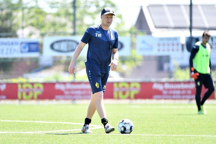 Tom Van Imschoot leidde maandagochtend Lierses eerste training van het seizoen.