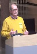 Voorzitter Ad van der Heijden van de dorpsraad in Olland sprak woensdagavond in tijdens de beeldvormende avond over windparken.