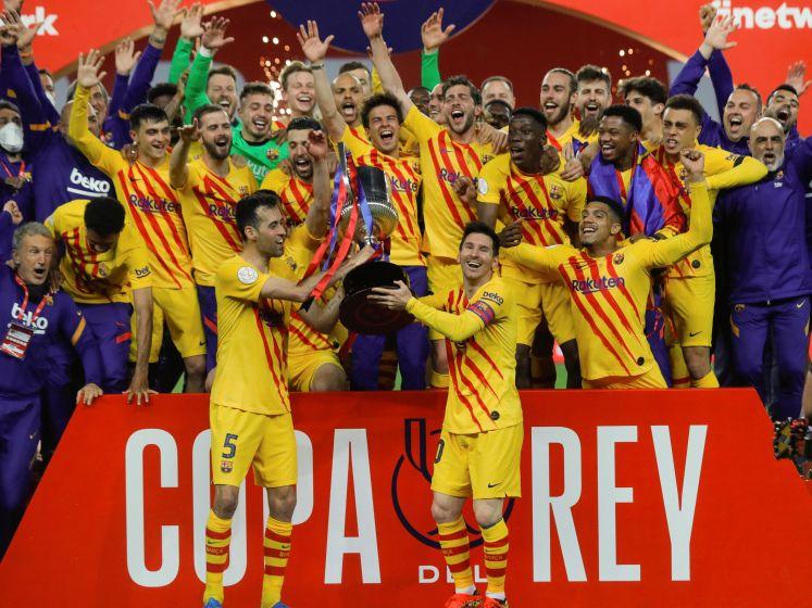 Bekijk hier hoe Barça de eerste prijs pakt onder Koeman en De Jong