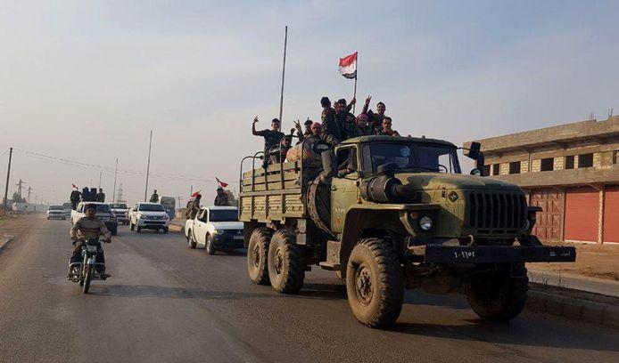 Syrische troepen nabij de grens met Turkije
