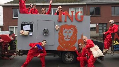 Carnavalisten heropenen bankautomaat in De Klinge