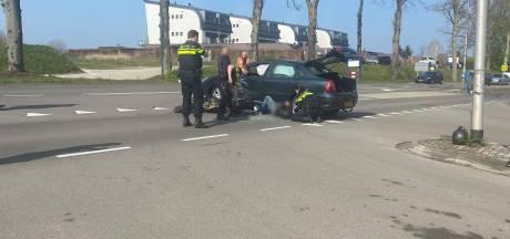Ernstig ongeluk in Molenhoek: motorrijder rijdt vol in de flank van auto