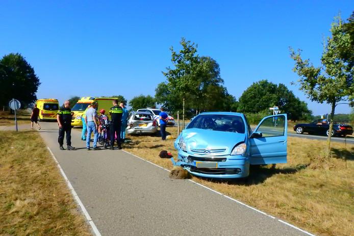 De twee auto's liepen flink wat schade op.