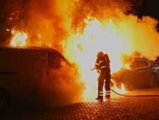 Wat is er toch aan de hand in Oss? Wéér twee voertuigen verwoest door brand