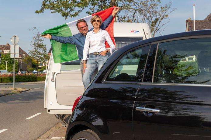 Toob Alers en zijn vrouw Jolanda zijn gek van Italië. Met de Fiat 500 en hun caravan zijn ze klaar voor weer een reis naar Bella Italia.