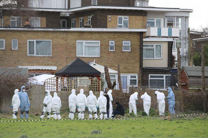 Politieonderzoek bij de woning van de verdachte agent in Deal in het zuidoosten van Engeland.