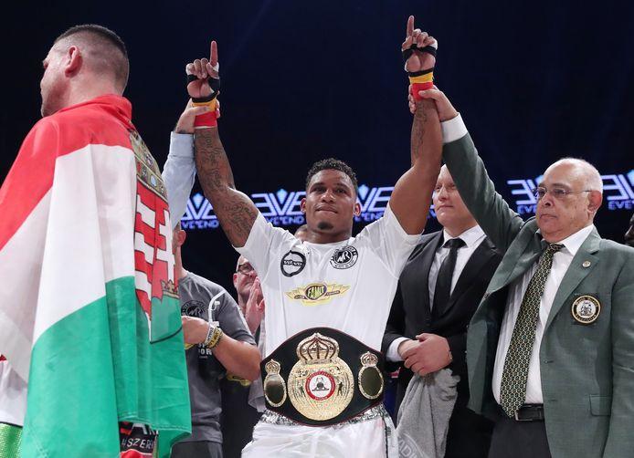 Ryad Merhy vainqueur d'Imre Szello et détenteur de la ceinture de champion du monde WBA Interim