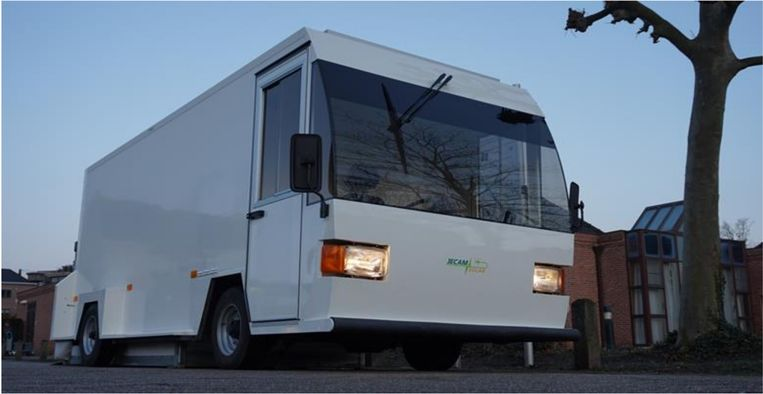 De nieuwe solarwagen van APZ Sint-Lucia: een opvallende elektrische wagen met zonnepanelen.