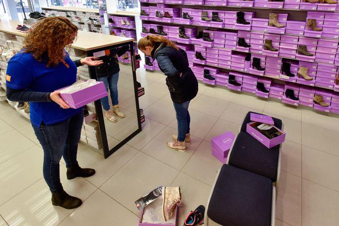 Schoenenwinkel van Van Haren. Deze keten heeft in Nederland het grootste marktaandeel (6,2 procent) in de schoenenbranche.