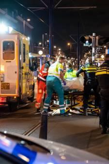 Man steekt op straat met groot mes in op slachtoffer, getuige slaat verdachte neer: 'Een bloedbad'