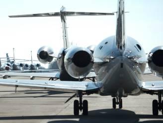 """Nederlandse politie ontdekt verstekeling in landingsgestel van vliegtuig uit Londen: """"Heel opmerkelijk dat hij vlucht overleefd heeft"""""""