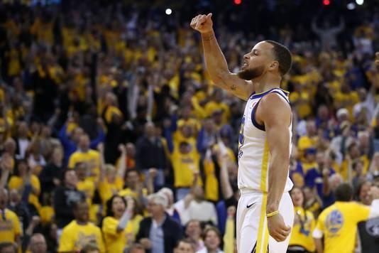 Steph Curry van de Golden State Warriors was opnieuw de uitblinker van de wedstrijd met 35 punten.