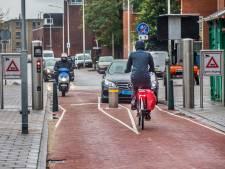 Den Haag legt schuld van aanrijdingen met pollers bij bestuurders: 'Belachelijk, er kunnen mensen doodgaan'