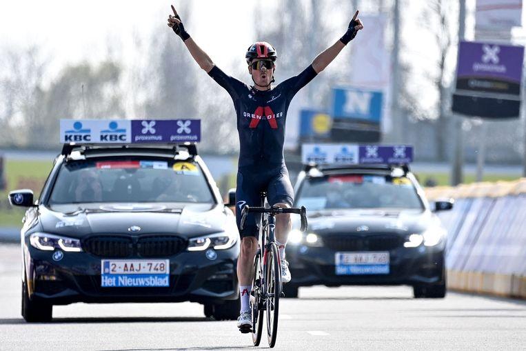 Dylan van Baarle wint de 75ste editie van Dwars door Vlaanderen. Beeld AFP