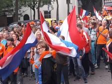 Rood en Oranje maakt een gekkenhuis: fanwalk met duizenden supporters