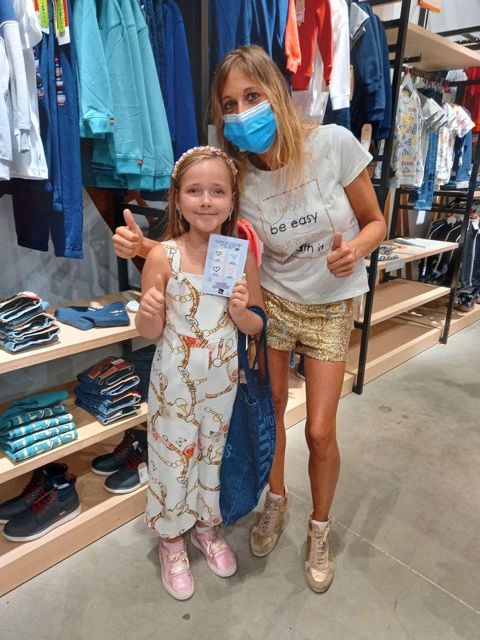 Stephanie Vanderschaeve (31) en dochter Gemma (8).
