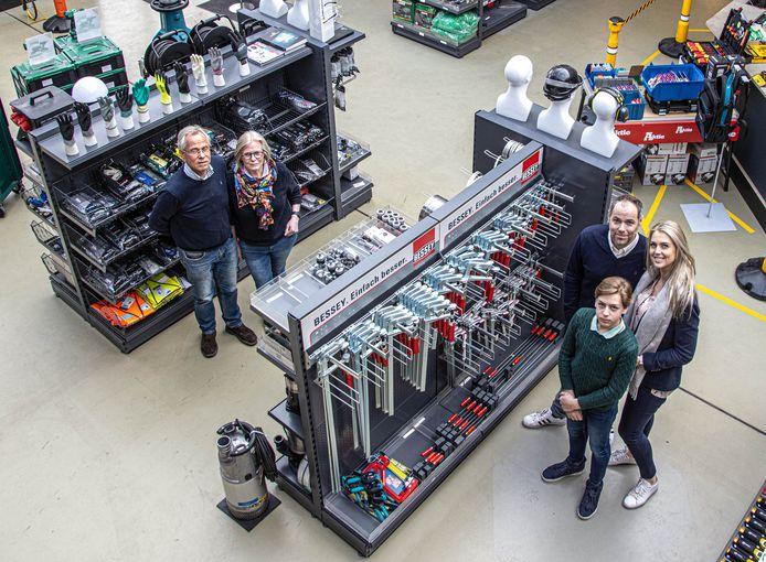 De familie Dunnink in de technische groothandel in Zwolle.
