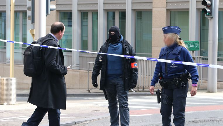 De Wetstraat, geëvacueerd na de explosie in metrostation Maalbeek. Beeld BELGA