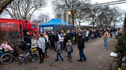 Honderden mensen willen glimp van Coca-Cola truck opvangen