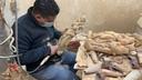 Medewerkers van Olivewoodfactory in Israël werken aan replica's van beeldjes van Maria van Elshout. Bij voldoende belangstelling gaan ze ook van Maria van Heusden replica's maken.